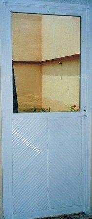 Puerta interior acceso a patio doble vista ventanas de for Puertas para patio interior